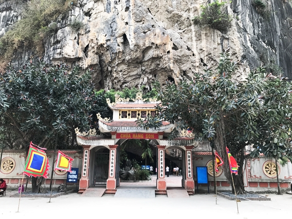 Cồng chùa Hang Son