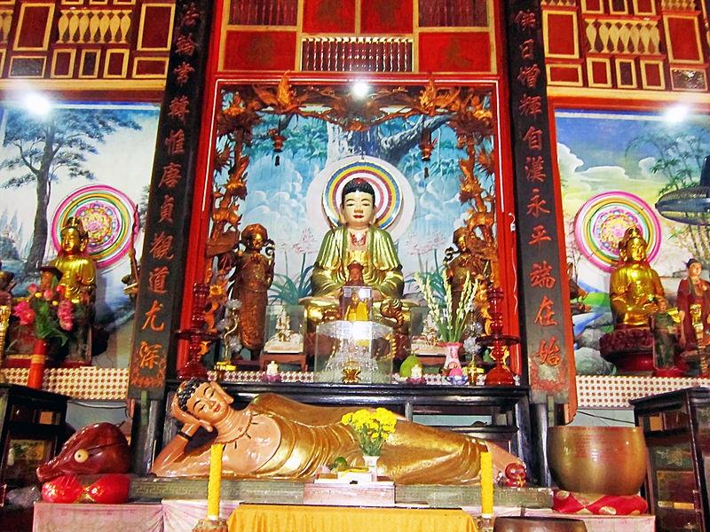 Bên trong chánh điện chùa Hội Linh