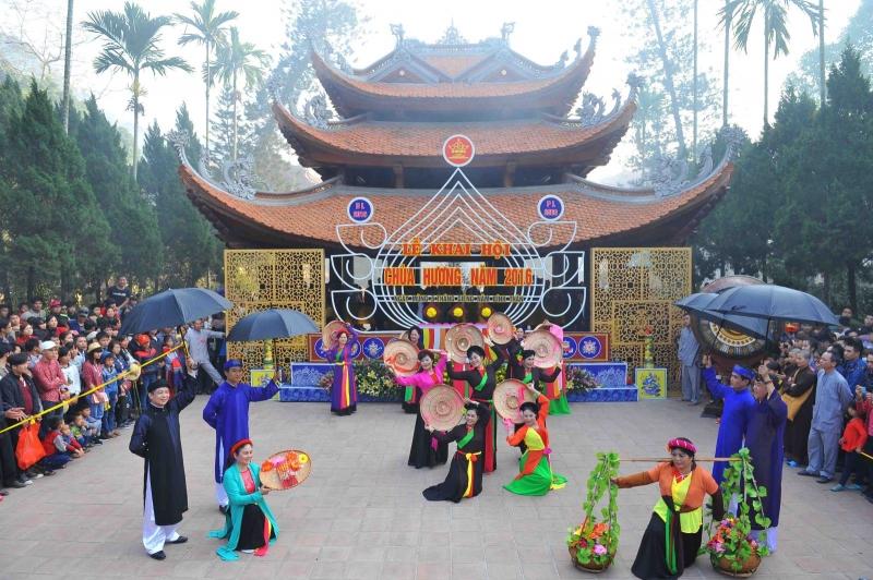 Hình ảnh lễ khai hội chùa Hương năm 2016