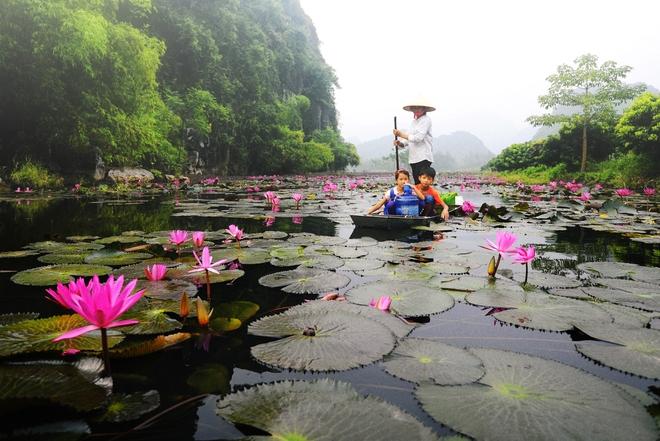 Đường lên chùa Hương- đường về với Phật