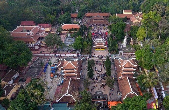 Chùa Hương nằm trong danh sách những ngôi chùa gần Hà Nội nổi tiếng nhất