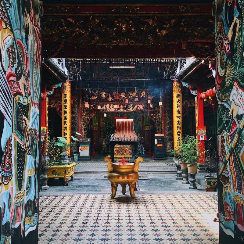 Không gian bên trong chùa