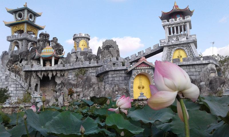 Chùa La Hán là một trong những ngôi chùa tiêu biểu của đồng bào người Hoa ở tỉnh Sóc Trăng