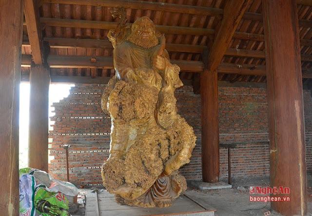 Tượng Phật Bồ Đề Đạt Ma bằng gỗ cao nhất Việt Nam.