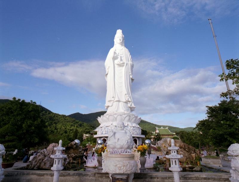 Một số hình ảnh tại chùa Linh Ứng