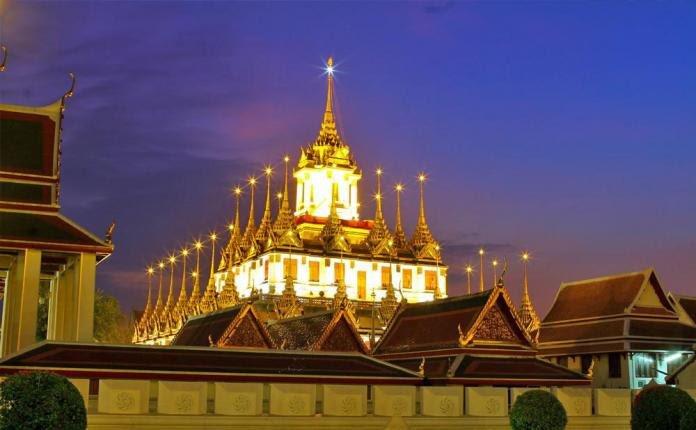 Chùa Loha Prasat là công trình cao 36m có 37 ngọn tháp bằng kim loại tượng trưng cho 37 đức tính hướng tới sự giác ngộ