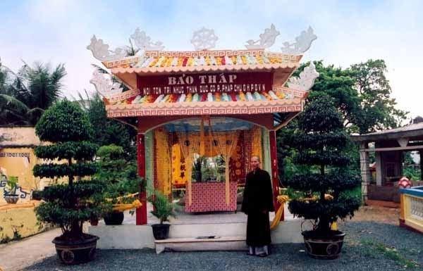 Bảo Tháp chùa Long Thiền