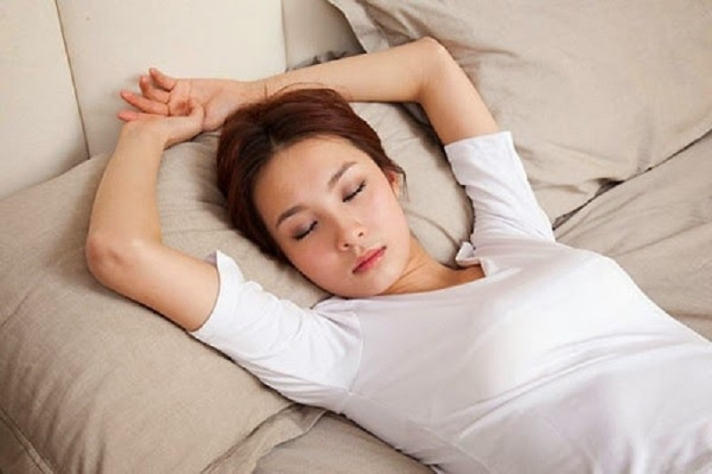 Tư thế ngủ thả lỏng và thở sâu