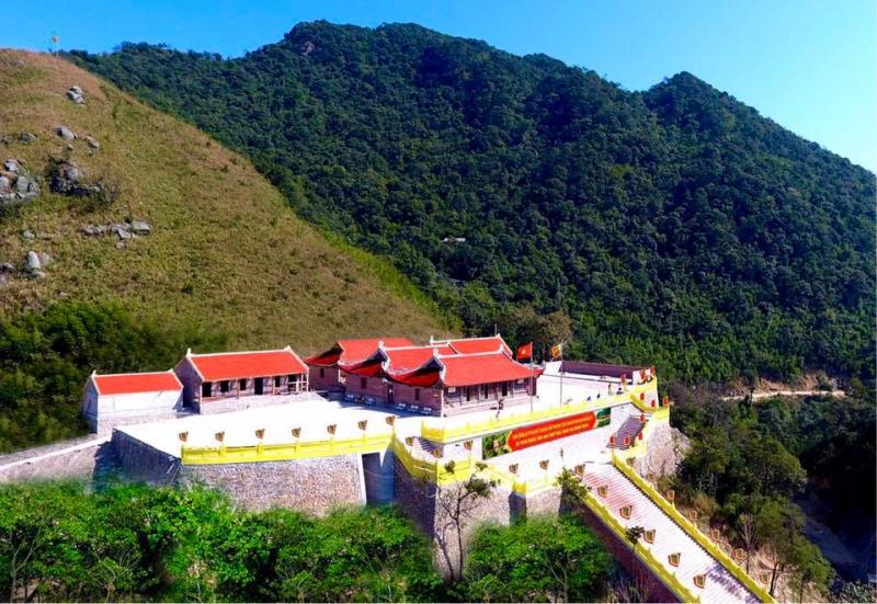 Vẻ đẹp kì vĩ của chùa Ngọa Vân