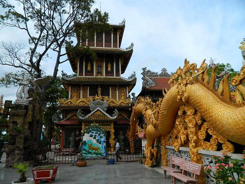 Chùa núi Châu Thới được xây dựng vào thế kỷ 17, nổi bật với quần thể kiến trúc đa dạng, hoàng tráng