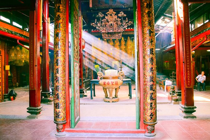 Không gian bên trong chùa Ông