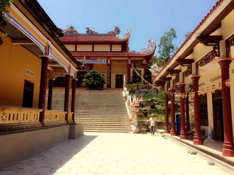 Khuôn viên trong chùa