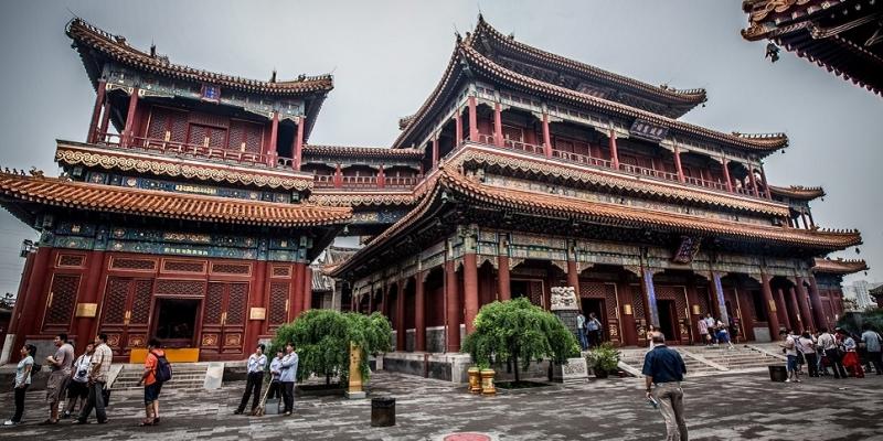 Bên ngoài chùa Phật Ngọc Thượng Hải