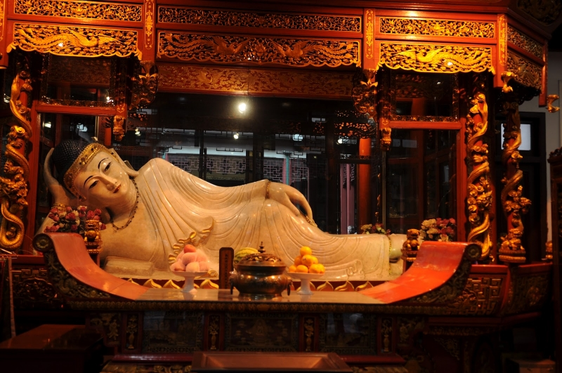 Bên trong chùa Phật Ngọc Thượng Hải