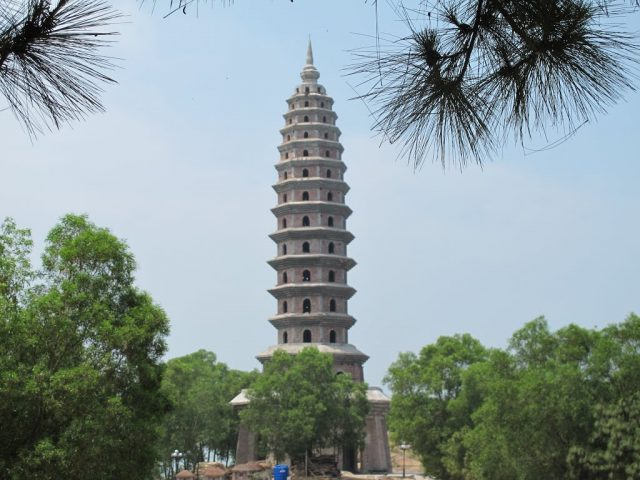 Tháp Phổ Quang cao hơn 5m tại Chùa Phật Tích