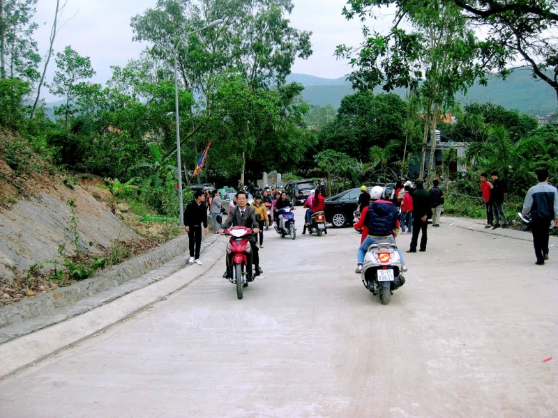 Đoàn du khách hành hương về Chùa Phổ Am