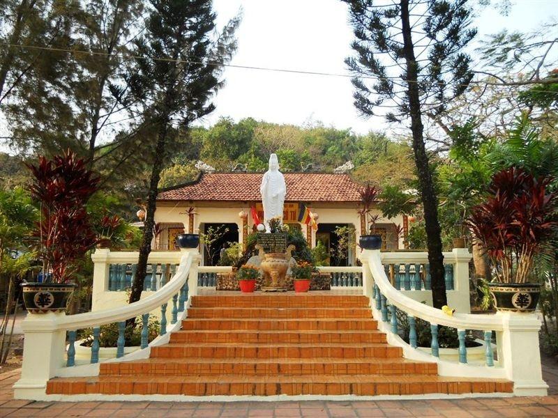 Có rất nhiều truyền tích gắn với chùa Phù Dung