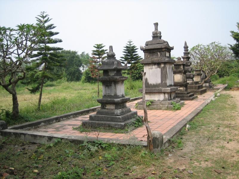 Tháp cổ Chùa Quỳnh Lâm