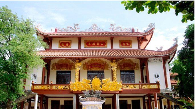 Khung cảnh chùa