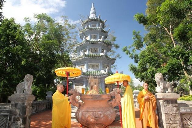 Bảo tháp chùa Tịnh Quang