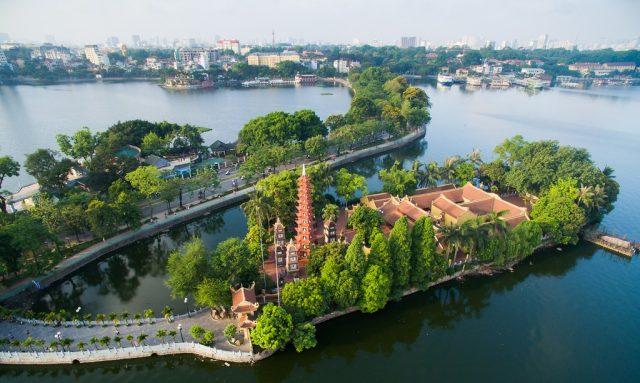Ngôi chùa cổ Trấn Quốc cũng là nơi người dân kinh kỳ và du khách thập phương tìm đến dịp đầu năm