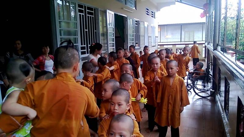 Chùa Từ Hạnh là nơi tổ chức từ thiện nuôi dưỡng người già và trẻ em tật nguyền mồ côi