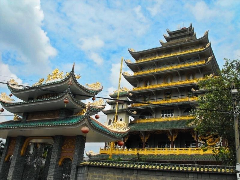 Chùa Vạn Đức là ngôi chùa có tòa chánh điện cao nhất hiện nay