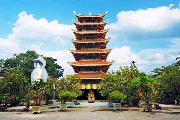 Chùa Vĩnh Nghiêm có công trình kiến trúc Tháp đá cao và công phu nhất Việt Nam