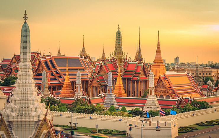 Wat Phra Kaew, ngôi chùa được tọa lạc ngay trung tâm thủ đô Bangkok trong khuôn viên của Cung điện Hoàng gia