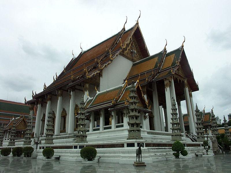 Khách du lịch có thể tìm thấy sự kết hợp giữa kiến trúc phương Đông và phương Tây ở đây.