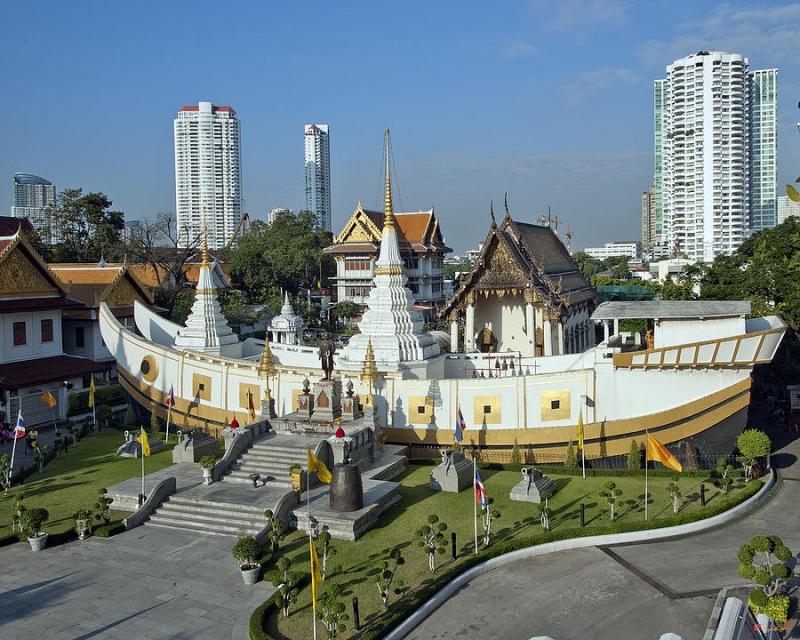 Ngôi chùa nổi tiếng bởi mang hình dáng một con thuyền.