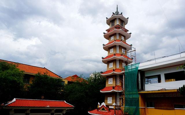 Tháp chuông cao 7 tầng của chùa Xá Lợi