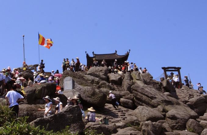 Đường lên nơi tiên cảnh - chùa Đồng Yên Tử
