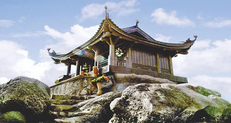 Khung cảnh chùa đẹp vô cùng