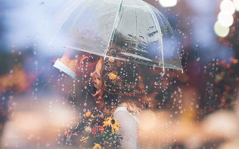 Dùng chiếc dù làm đạo cụ