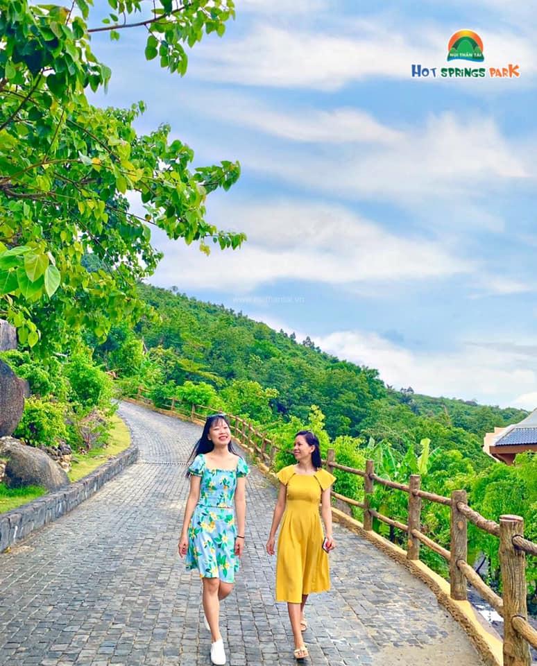 Chương trình khuyến mãi chào mừng 20/10 của Công viên suối khoáng Núi Thần Tài
