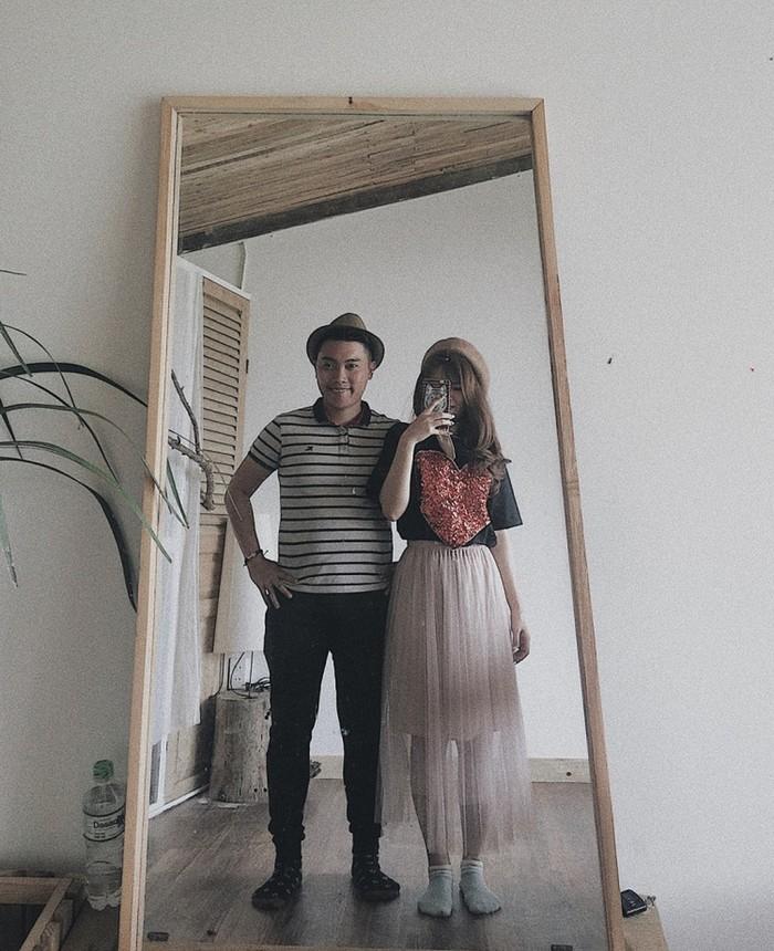 Cách tạo dáng chụp ảnh qua gương