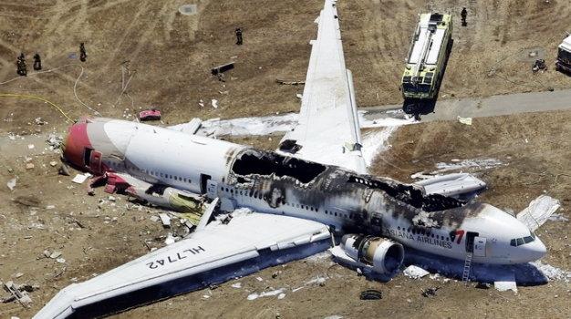 Xác máy bay trong vụ thương tâm rơi máy bay xảy ra vào thứ 6 ngày 13 tại Chile