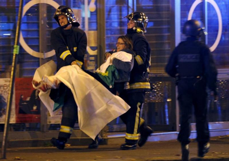 Khủng bố ở Paris xảy ra vào thứ 6 ngày 13 khiến nhiều người bị thương