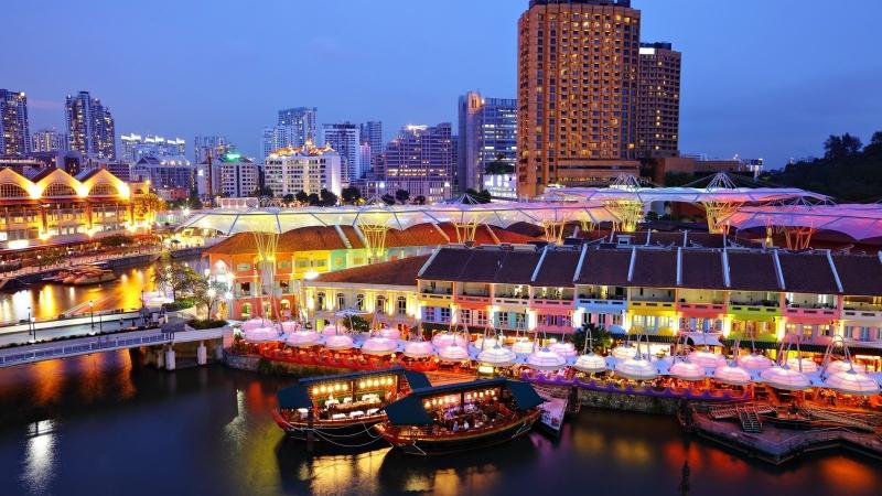 Clarke Quay là bến cảng có lịch sử lâu đời nằm trên bờ sông Singapore