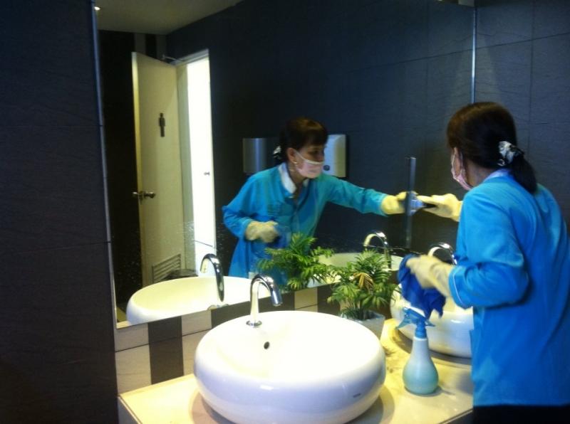 Nhân viên tại Cleanhouse Việt Nam.