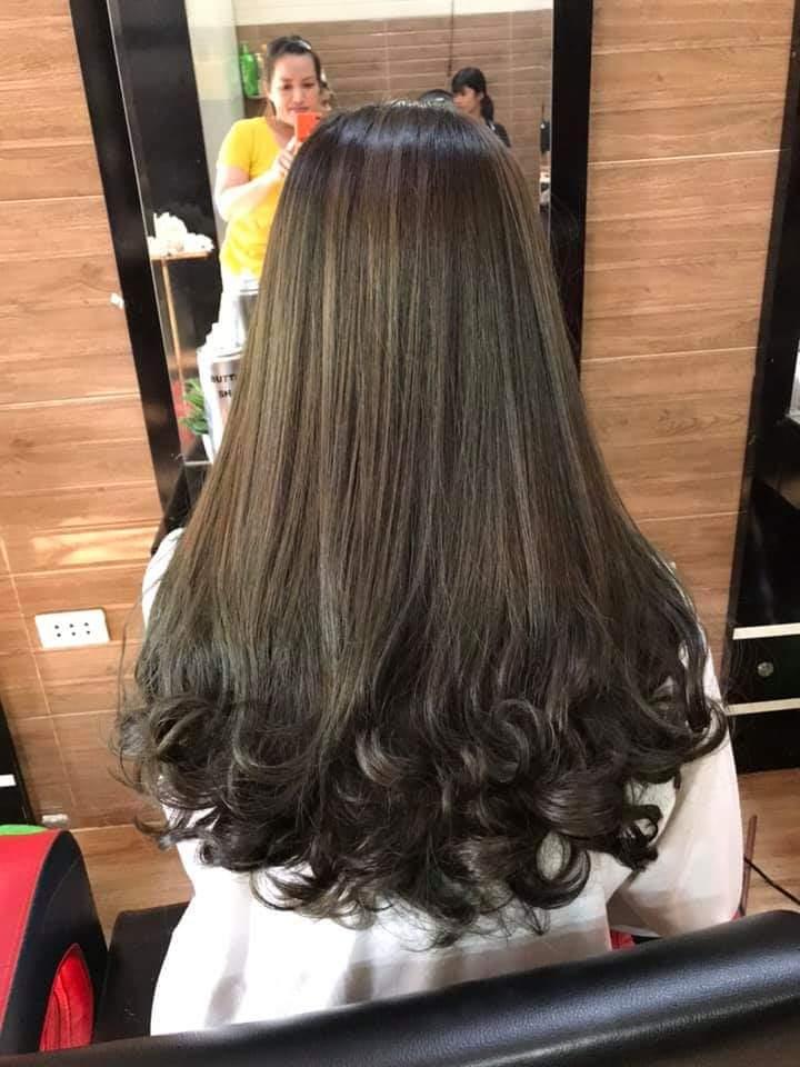 Mẫu tóc dài tại Salon
