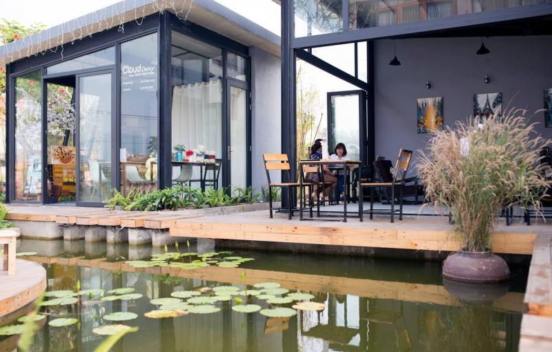 Cloud Garden Coffee Shop được thiết kế với không gian vô cùng rộng rãi, ở cả ngoài sân và trong nhà
