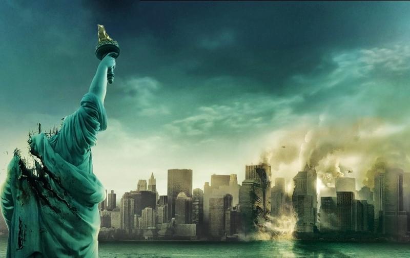 Cloverfield (2008) đạo diễn: Matt Reeves.