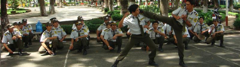 Vệ sỹ tập huấn võ thuật.