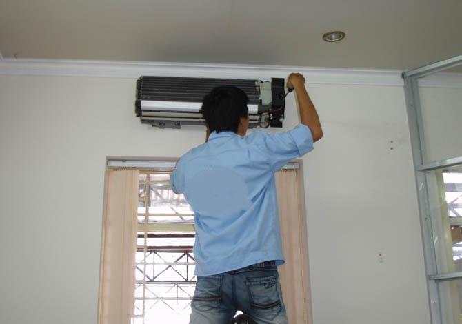 Cơ điện lạnh Cần Thơ dịch vụ vệ sinh, bảo trì, sửa chữa điều hòa mọi lúc, mọi nơi.