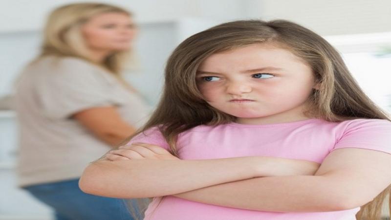 Trẻ tự kỷ có hành vi chống đối người xung quanh