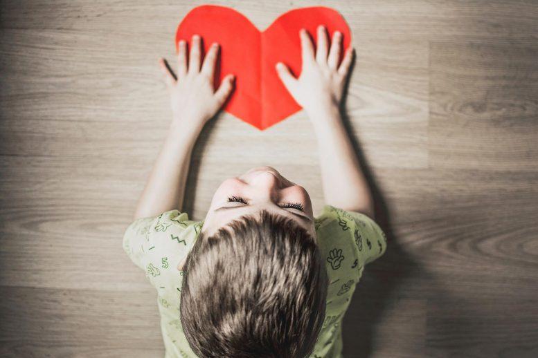 Trẻ tự kỷ có hành vi lạ