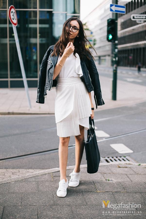 Váy trắng điệu đà cùng giầy
