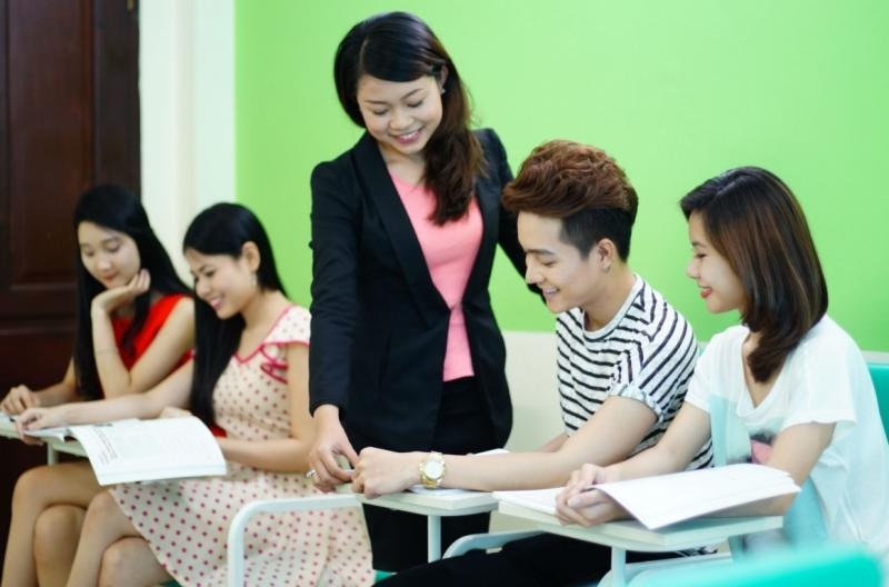 Cô Yến giúp các em xây dựng cho mình một chiến lược học thi khoa học